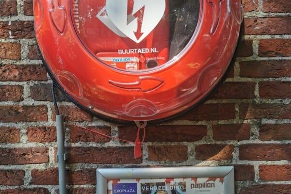 AED bij Hotel de Plataan